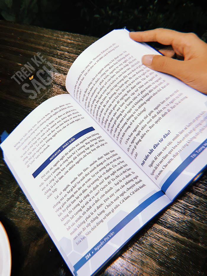 Review sách Tôi tương lai và thế giới - Trên kệ sách